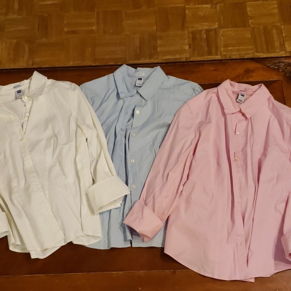 GAP Tops - 3 Gap stretch button down shirts